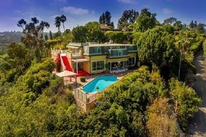 Поместье необычного канареечного цвета, принадлежавшее голливудской звезде Жа Жа Габор, было продано за 16 миллионов долларов