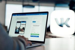 """Команда соцсети """"ВКонтакте"""" проанализировала, что пользователи указывали в разделе «Желания» в 2020 году: техника Apple, стикеры и PlayStati"""