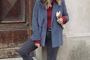 Вельветовая одежда возвращается в моду: с чем ее сочетать, чтобы не скатиться к совдепу