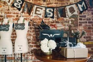 Эффектная гирлянда в стиле стимпанк: декорируем дом с помощью самодельного украшения из кожзаменителя