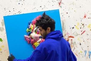 Это странно, но людям нравится: иранец Салман Хошру рисует шедевры разноцветной монтажной пеной
