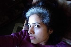 Молодой индианке понадобилась вся смелость, чтобы оставить натуральный цвет волос в стране, где такое не принято: фото