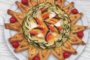 Мой любимый пирог с сыром, овощами и заварным кремом: готовлю слоеное лакомство в виде румяного солнышка