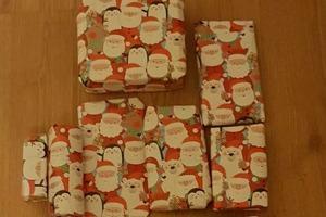 Некоторые европейцы продают полученные рождественские подарки, чтобы заработать немного денег перед Новым годом