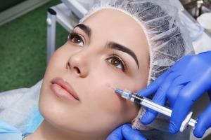 Косметические филлеры для лица вызывают побочный эффект при применении американской вакцины Moderna
