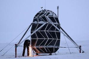 Космические архитекторы закончили двухмесячное испытание в отдаленном убежище в стиле оригами в Гренландии, чтобы имитировать суровые услови