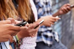 Facebook, Instagram или Twitter: эксперты социальных сетей рассказывают, как правильно фильтровать фейковые новости в 2021 году