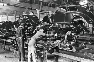 Один из самых успешных автомобилей в истории компании: Volkswagen отмечает 75-летие производства Beetle