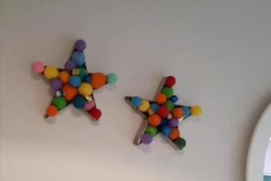 Яркий акцент для детской: настенный декор из воздушных шаров в форме звезды