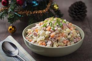 425 рублей - вполне новогодний ценник: себестоимость салата оливье для москвичей выросла на 4 %
