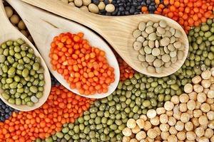 Крупные, мясистые, разноцветные, низкокалорийные, с витаминами группы В и микроэлементами: бобы -идеальный продукт питания, в котором нет и