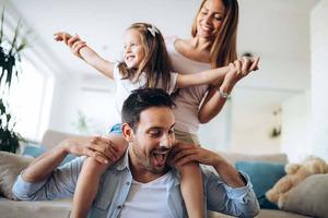 Что делает нас счастливыми? Одно исследование утверждает, что генетическая наследственность