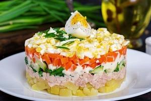 Как правильно хранить салаты: ингредиенты нужно держать отдельно, листовые салаты не хранят