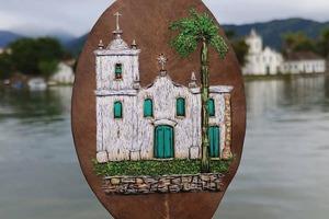 Художница из Бразилии Соланж Нуньес вышивает на высушенных осенних листьях: фото работ
