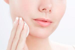 Откажитесь от средств против морщин: правила ухода за кожей лица в период ношения медицинских масок
