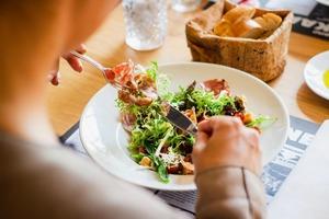 Кетогенная диета в повседневной жизни: советы диетологов