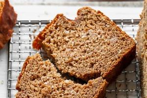 На завтрак часто готовлю банановый хлеб на основе цельнозерновой муки: и вкусно, и полезно