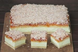 """Торт """"Венера"""": этот нежный бисквитный десерт с персиковым джемом и лимонным желе никого не оставит равнодушным"""