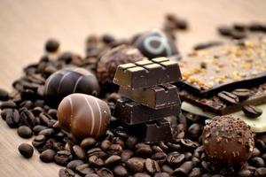 Печени вредит не только алкоголь: диетолог рассказала о вреде шоколада