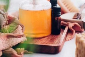 Сделала на зиму домашний гель для душа с медом и кокосовым маслом. Он прекрасно увлажняет, даже крема не надо