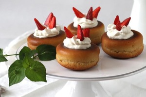 Воздушные пончики с ромовой пропиткой и нежнейшим кремом: всегда готовлю их на праздники