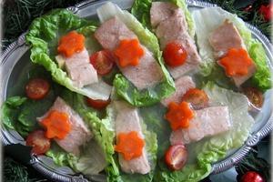 Часто делаю лосося в желе: получается красивая и вкусная закуска и для праздничного, и для семейного стола