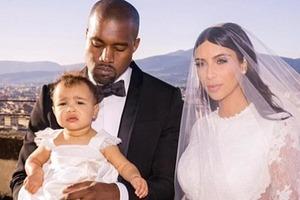 Ким Кардашьян замечена без обручального кольца за 1,3 млн $: звезда наняла адвоката для расторжения 6-летнего брака с Канье Уэстом