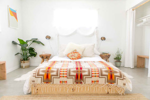 Для любителей деталей в интерьере: как декорировать спальню в 2021 году (8 модных тенденций)