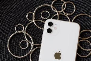 iPhone 11 против iPhone X: сравнение камер, аккумулятора и других характеристик