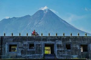 Эти места охраняют духи, и есть надписи с заклинаниями: самые загадочные туристические достопримечательности Индонезии