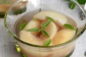 Сочные персики в мятном сиропе: десерт, который покорит любого гурмана