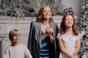 Лучший новогодний подарок: Юлия Пересильд похвасталась, что 11-летняя дочь сама организовала семейную фотосессию