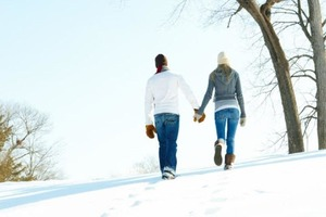 Во время самоизоляции более счастливыми людей делают прогулки на свежем воздухе без гаджетов - показало новое исследование