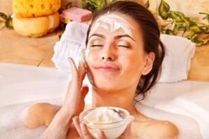 Кремы для сужения пор, рассыпчатые пудра и тени: косметика, от которой лучше отказаться, если у вас сухая кожа
