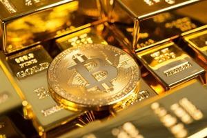 Криптовалюта выросла в цене вдвое менее чем за месяц и готовится вытеснить золото. Цена достигает $40 000