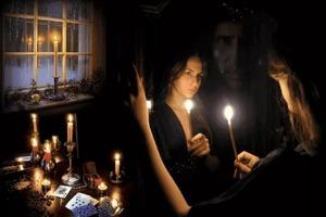 Очень опасные гадания и ритуалы на Святки: ужин с суженым, зеркальный коридор и другие