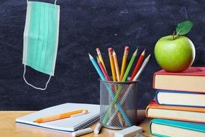 Сбор школьников по новым правилам: антисептик и другие вещи, которые надо включить в список принадлежностей