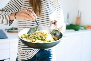 А мы все жарим да тушим: как разные методы приготовления влияют на блюда и делают их токсичными