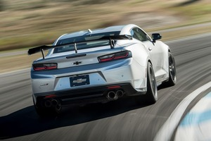 Автомат рулит, но сегодня все еще можно купить новое авто с механической коробкой передач: Aston Martin Vantage, Genesis G70 и прочие