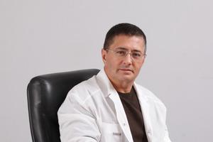Это очевидная глупость: доктор Мясников развеял миф о чипировании с помощью вакцины от COVID-19
