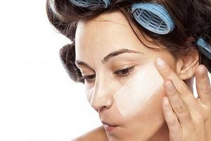 Если тональный крем выглядит как маска, это можно исправить, не смывая макияж: профессиональные лайфхаки визажистов