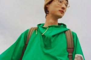 Модели, путешествующие по горам и лесам на каблуках и в пуховиках: пользователи Instagram высмеивают сотрудничество Gucci с The North Face (