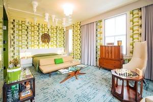 """Гостиничный номер в Лексингтоне украсили в стиле популярного сериала """"Ход королевы"""""""