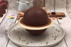 """Впечатляем не только вкусом, но и """"космическим"""" дизайном: эффектный торт-тирамису в виде шоколадного Юпитера"""