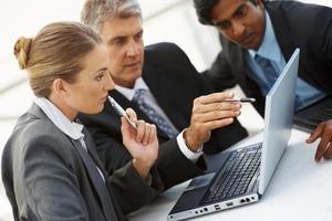 Улучшать знания в личное время: пять умных приемов, как выжить на рабочем месте и заработать дополнительные деньги