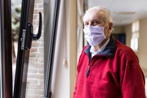 Можно гулять: в Подмосковье отменили домашний режим для жителей старше 65 лет