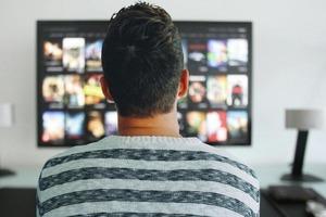 Работа мечты: американский сайт предлагает 500 $ за просмотр сериалов Netflix и поедание пиццы