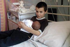 Когда-то 13-летнего мальчика назвали самым молодым отцом в мире. Спустя несколько лет он рассказал, как это разрушило его жизнь