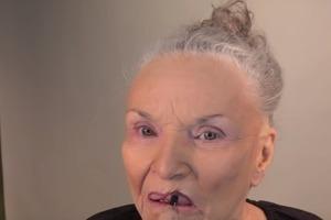 78-летняя мама известного визажиста показала, как можно изменить свой вид при помощи макияжа (видео)