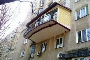 """Такое можно увидеть только в нашей стране: 10 балконных """"шедевров"""", которые не оставят вас равнодушными"""